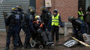 """Odile Maurin, présidente de l'associationHandi-Social lors d'une manifestation de """"gilets jaunes"""" à Toulouse le 12 janvier 2019. (PASCAL PAVANI / AFP)"""