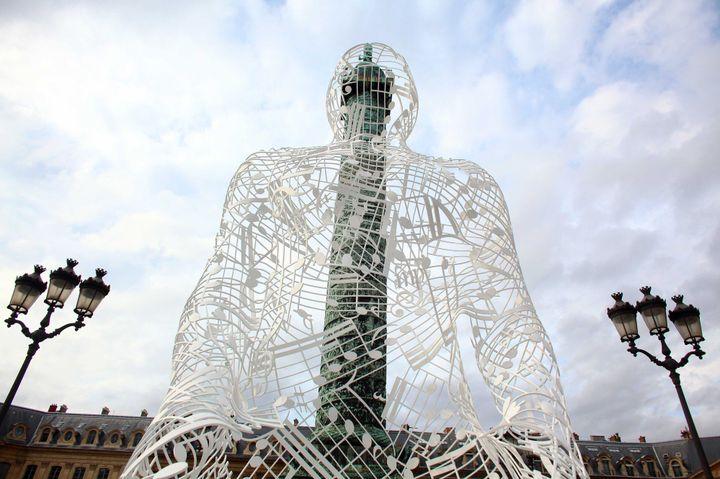 """Sculpture """"Istanbul Blues"""" de Jaume Piensa, place Vendôme, à Paris, en 2012  (YAGHOBZADEH RAFAEL/SIPA)"""