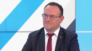 """Crise des sous-marins : Damien Abad demande à ce qu'on """"apporte des réponses aux Français"""". (FRANCE 3)"""