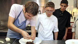 Grégory Cuilleron, chef cuisinier et ambassadeur de l'insertion professionnelle des handicapés. (SYLVAIN THOMAS / AFP)