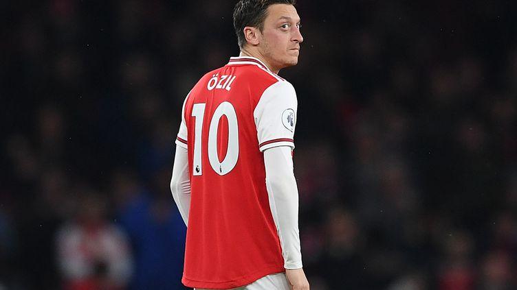 Mesut Ozil, le 23 novembre 2019 à l'Emirates Stadium de Londres lors d'un match d'Arsenal contre Southamton. (DANIEL LEAL-OLIVAS / AFP)