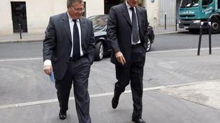 Jérôme Cahuzac (D) et son avocat Jean Veil, le 11 septembre 2013 à Paris. (THOMAS SAMSON / AFP)