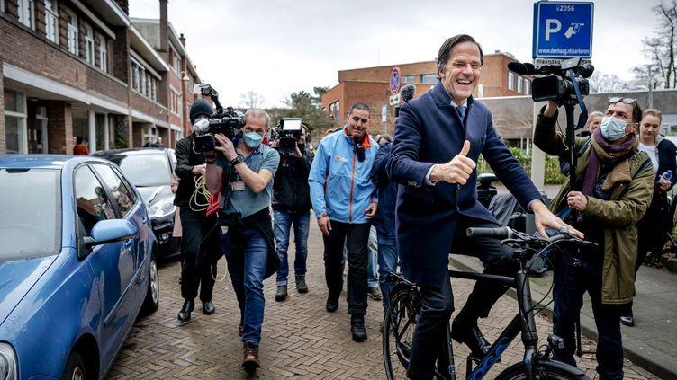 Le Premier ministre néerlandais Mark Rutte, le 17 mars 2021 àOuderkerk aan de Amstel (Pays-Bas). (BART MAAT / ANP MAG / AFP)