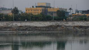 L'ambassade des Etats-Unis à Bagdad, la capitale irakienne, le 3 janvier 2020. (AMEER AL MOHMMEDAW / DPA / AFP)