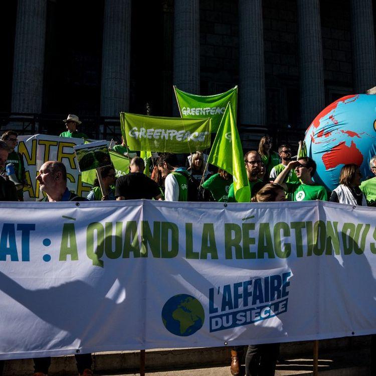 """Des manifestants pour """"l'affaire du siècle"""", une action en justice contre l'Etat, le 16 mars 2019 à Lyon. (NICOLAS LIPONNE / NURPHOTO / AFP)"""