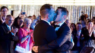 Vincent Autin et Bruno Boileau, premier couple homo marié en France, le 29 mai 2013 à Montpellier (Hérault). (GERARD JULIEN / AFP)