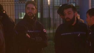 150 surveillants de la prison de Condé-sur-Sarthe ont bloqué l'accès à leur établissement ce mercredi 6 mars. Ils expriment leur ras-le-bol. (FRANCE 2)