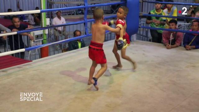 Envoyé spécial. En Thaïlande, des enfants boxeurs s'affrontent sur les rings