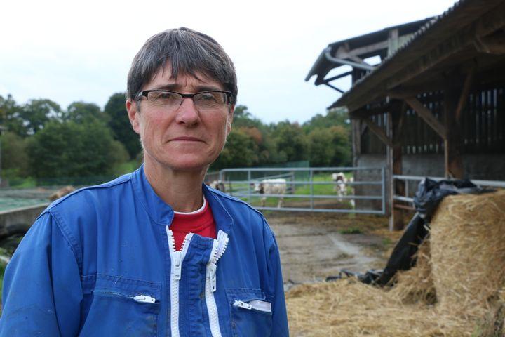 Jacqueline, productrice de lait et cultivatrice à Bellou-en-Houlme (Orne), le 27 septembre 2017. (VALENTINE PASQUESOONE / FRANCEINFO)
