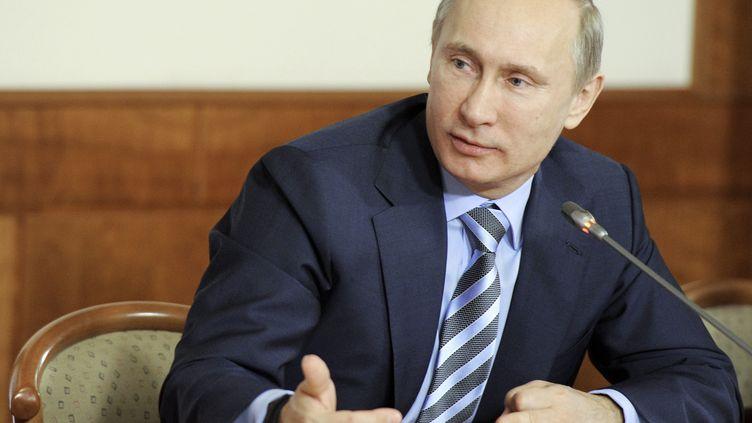 Vladimir Poutine lors d'une réunionde soutien de ses partisans du Front populaire, le 27 décembre 2011 à Moscou (Russie). (YANA LAPIKOVA / RIA NOVOSTI / REUTERS)