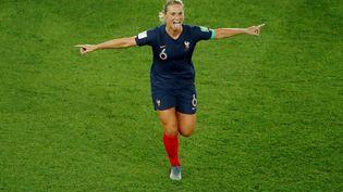 La Française Amandine Henry célèbre un but contre la Corée du Sud en ouverture de la Coupe du monde féminine de football, le 7 juin 2019, au Parc des Princes (Paris). (GONZALO FUENTES / REUTERS)