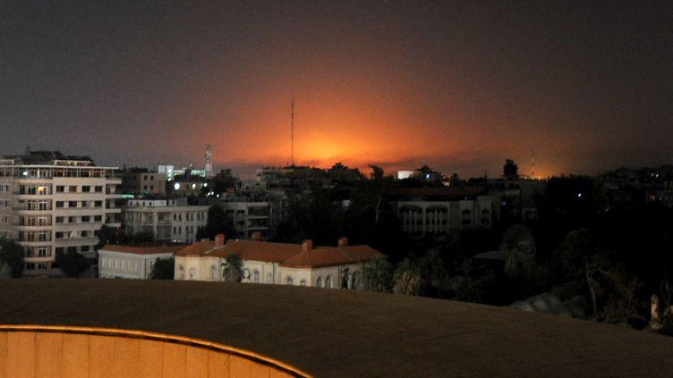 Un quartier de Damas (Syrie) plongé dans le noir, le 23 octobre 2013. (ZHANG NAIJIE / XINHUA / AFP)