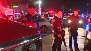 Des policiers dépêchés sur place après la fuillade survenue dans un bowling dans la nuit de vendredi 4 à samedi 5 janvier. (FRANCE 2)
