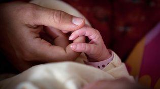 Le Haut Conseil de la famille et de l'âge a rendu un rapport, le 26 février 2019, préconisant une réforme du congé parental en France. (LOIC VENANCE / AFP)