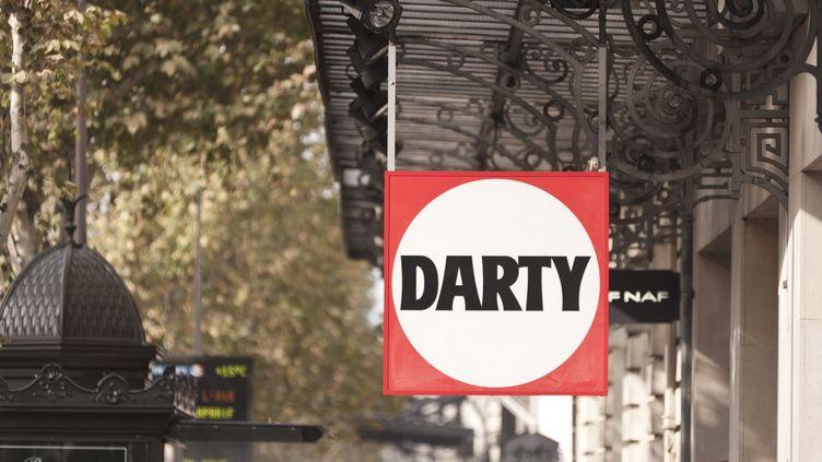 Devant un magasin Darty, à Paris, le 23 janvier 2013. (NATHAN ALLIARD / PHOTONONSTOP / AFP)