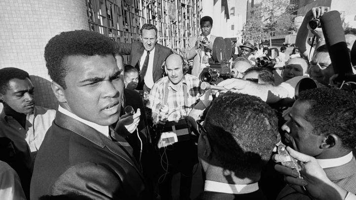 (20 juin 1967, Mohamed Ali convoqué par un tribunal fédéral. © Bettman/Getty Images)