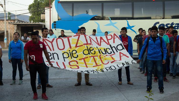 Des proches et camarades de classe des 43 étudiants d'Ayotzinapa disparus en 2014 manifestent à Iguala (Mexique), le 27 décembre 2019. (CRISTIAN LEYVA / NURPHOTO / AFP)