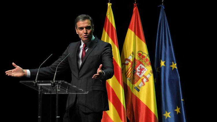 Le Premier ministre espagnol, Pedro Sanchez, lors d'un discours au théâtre du Liceu, à Barcelone, le 21 juin 2021. (LLUIS GENE / AFP)