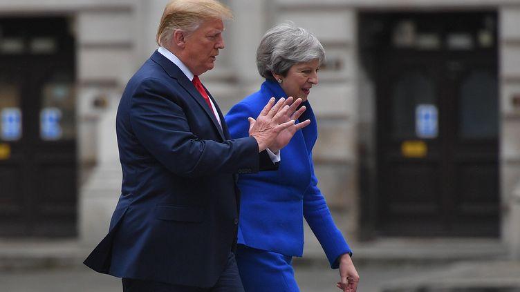 Donald Trump et Theresa May lors d'une conférence de presse à Londres (Royaume-Uni), le 4 juin 2019. (MANDEL NGAN / AFP)