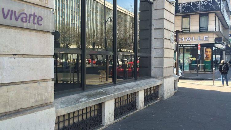 Le siège parisien de Vivarte, et un magasin La Halle, une des filiales du groupe. (MARC DANA  / FRANCE 3)