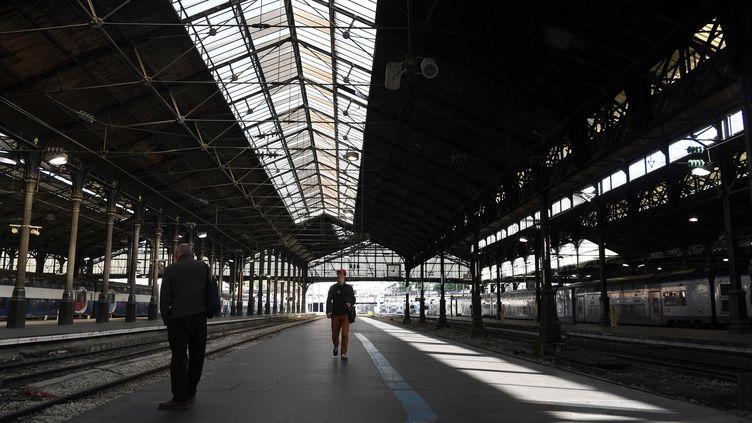 La gare Saint-Lazare à Paris presque vide après une panne d'aiguillage, le 13 juin 2018. (ALAIN JOCARD / AFP)