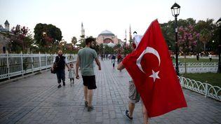 Des manifestants contre le putsch avorté du 15 juillet, à Istanbul (Turquie), le 7 août 2016. (VELI GURGAH / ANADOLU AGENCY / AFP)