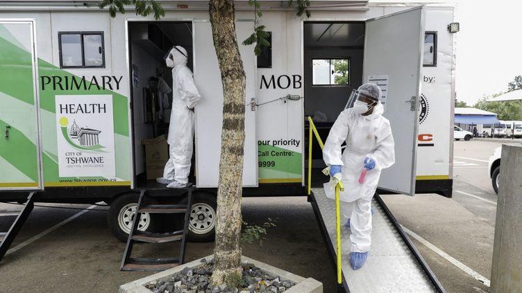 Une unité mobile de test Covid est déployée dans le township de Mamelodi, à l'est de Pretoria en Afrique du Sud, le 20 janvier 2021. (PHILL MAGAKOE / AFP)