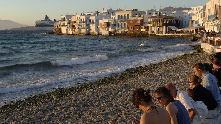Sur une plage de Mykonos. (G?RARD GUITTOT / PHOTONONSTOP/AFP)