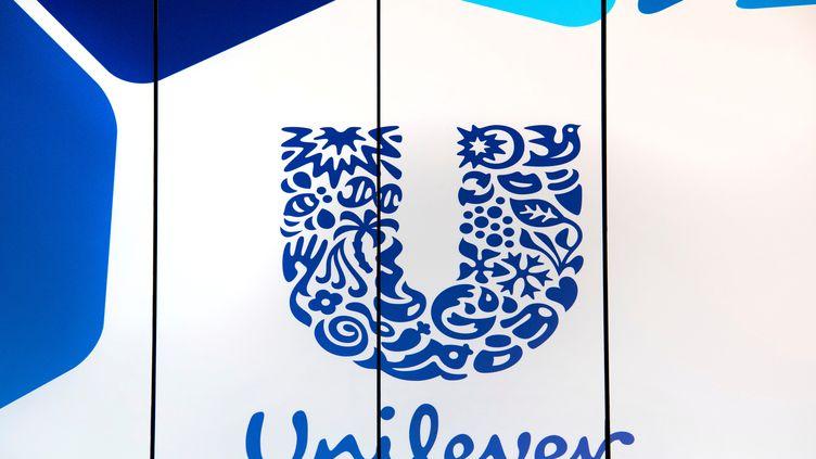 Le logo de la marque Unilever à Rotterdam (Pays-Bas), le 21 août 2018. (PIROSCHKA VAN DE WOUW / REUTERS)