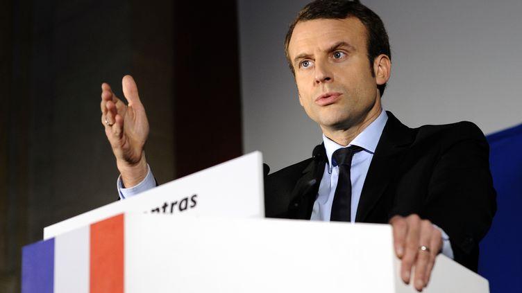 Emmanuel Macron, candidat à l'élection présidentielle, le 17 février 2017 lors d'un meeting à Carpentras (Vaucluse). (FRANCK PENNANT / AFP)