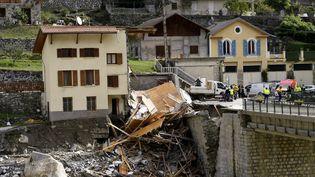 Une maison en partie emportée par la crue de la Vésubie, à Saint-Martin-de-Vésubie, le 6 octobre 2020. (NICOLAS TUCAT / AFP)