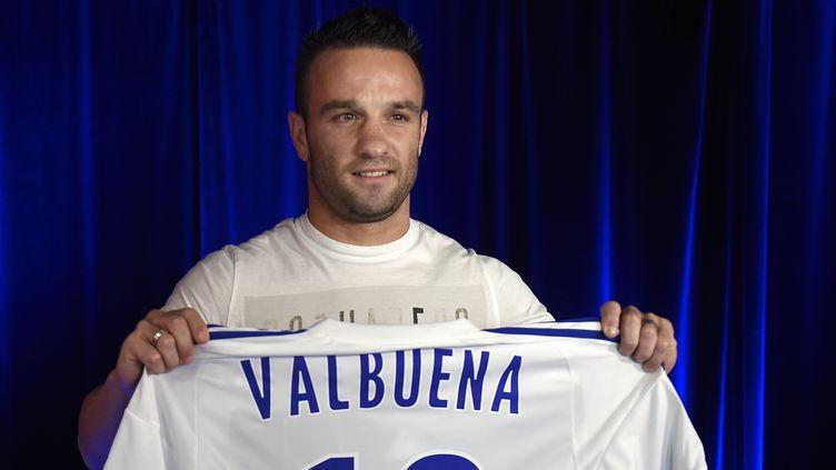 Mathieu Valbuena est officiellement lyonnais pour les 3 prochaines saisons  (PHILIPPE DESMAZES / AFP)