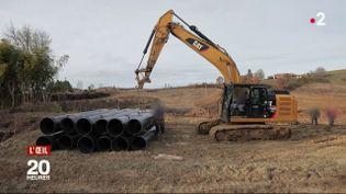 Malgré l'interdiction de l'Etat, des agriculteurs construisent un barrage (FRANCE 2 / FRANCETV INFO)