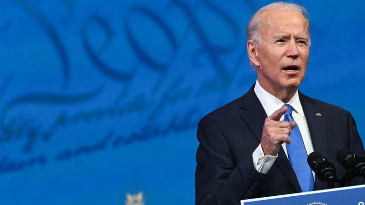 Joe Biden lors d'une conférence de presse au Queen Theatre de Wilmington, dans le Delaware (Etats-Unis), le 14 décembre 2020. (ROBERTO SCHMIDT / AFP)