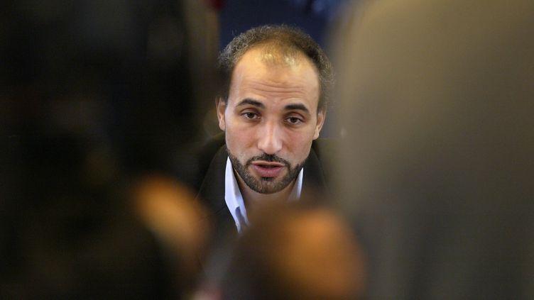 Tariq Ramadan lors d'un discours à Ivry-sur-Seine (Val-de-Marne), le 14 novembre 2003. (MARTIN BUREAU / AFP)