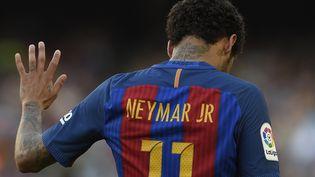 A 25 ans, la star brésilienne n'a connu qu'un club en Europe, le FC Barcelone. (LLUIS GENE / AFP)
