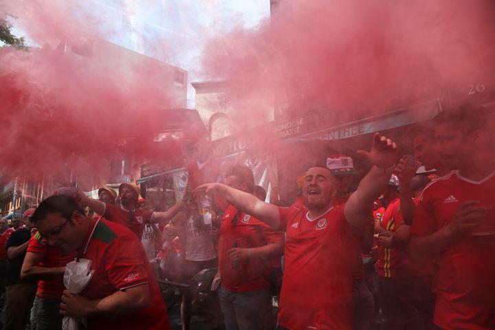 Avant le match, la ville rose a été repeinte en rouge. (METIN PALA / ANADOLU AGENCY / AFP)