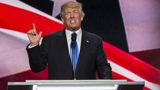 Donald Trump prononce un discours lors de la convention républicaine à Cleveland (Ohio, Etats-Unis), le 18 juillet 2016. (KEVIN C. DOWNS / SPUTNIK / AFP)