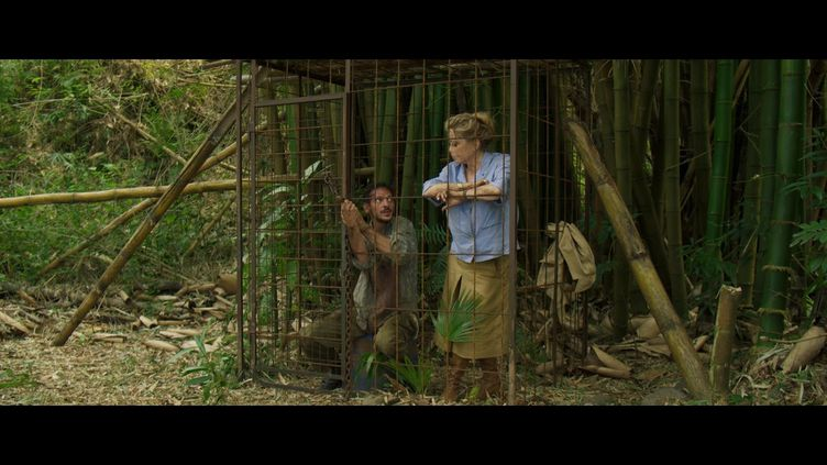 "Vincent Dedienne et Catherine Deneuve dans ""Terrible jungle"" deHugo Benamozig et David Caviglioli. (Copyright Apollo Films)"