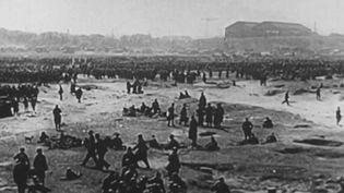 Le 4 juin 1940 étaient évacués les derniers soldats britanniques lors de la bataille de Dunkerque (Nord). Une évacuation qui a marqué un tournant lors de la Seconde Guerre mondiale. (FRANCE 2)