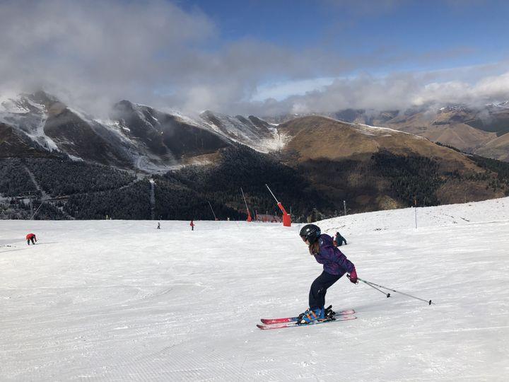 Une skieuse à Superbagnères (Haute-Garonne), le 18 février 2020. (THOMAS BAIETTO / FRANCEINFO)