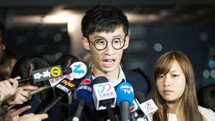 Baggio Leung et Yau Wai-Ching parlent à la presse devant la Haute Cour de Hong Kong, le 18 octobre 2016. (AARON TAM / AFP)
