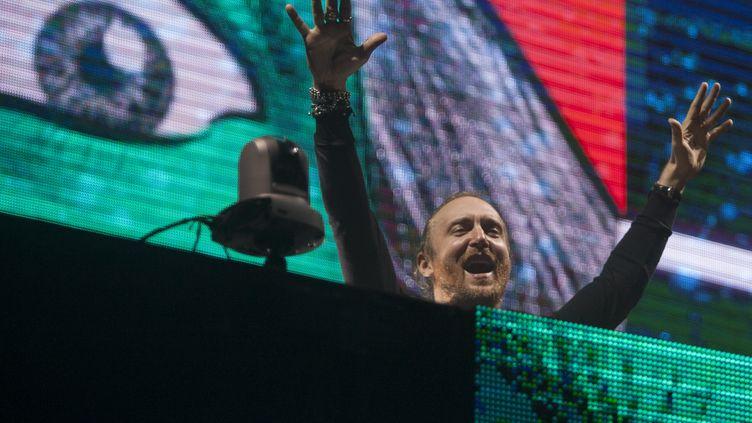 David Guetta, lors d'une performance àMonterrey (Mexique), le 30 avril 2016. (JULIO CESAR AGUILAR FUENTES / AFP)