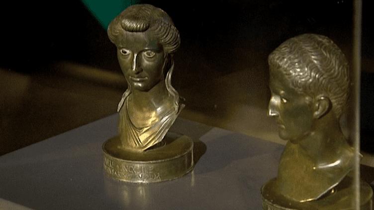 Les bustes de bronze de l'empereur Auguste et de son épouse exposés au musée de Lezoux (Allier)  (France 3 / Culturebox)