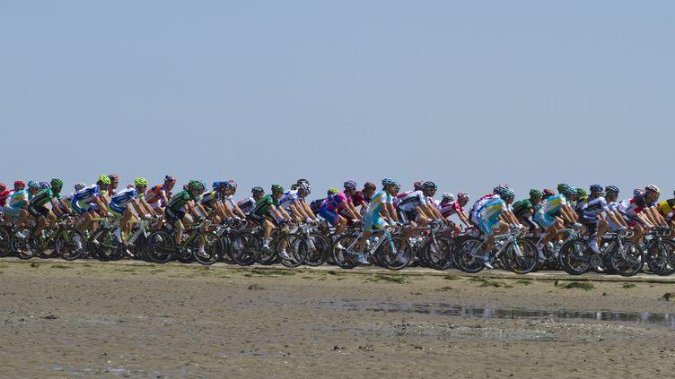 Le Tour de France est déjà par le passage du Gois pour une première étape, c'était le 2 juillet 2011. (JACQUES LOIC / PHOTONONSTOP)