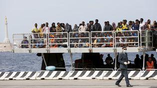 Des migrants secourus àMessine, enSicile (Italie), le 16 mai 2015. (ANTONIO PARRINELLO / REUTERS)
