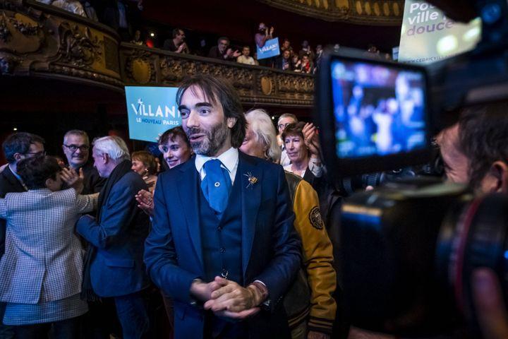 Cédric Villani en campagne pour les élections municipales, le 11 décembre 2019, dans la salle de spectacle Le Trianon, à Paris. (SIMON LAMBERT / HAYTHAM / REA)