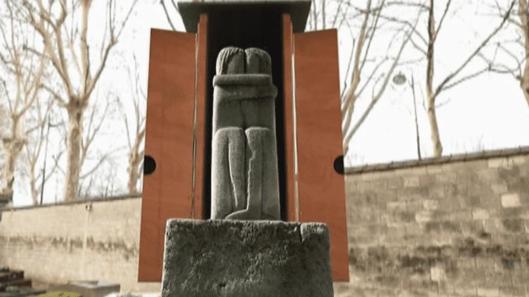 """""""Le baiser"""" de Brancusi au cimetière du Montparnasse  (France 3 Culturebox Capture d'écran)"""