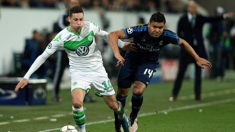 Drexler (Wolfsbourg) a beaucoup fait souffrir Camisero (Real Madrid) (RONNY HARTMANN / AFP)