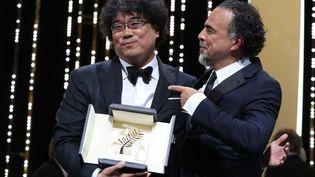 Le réalisateur Bong Joon-Ho et le président du Jury Alejandro Iñarritu (VALERY HACHE / AFP)